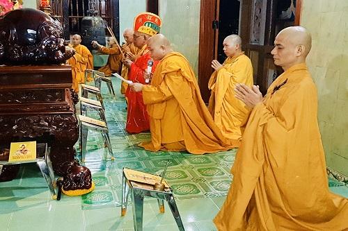 Chư Tôn Đức các tự viện Môn Phong Liên Tông Tịnh Độ Non Bồng tưởng niệm và cúng tiên thường huý kỵ tại chùa Long Cốc Thượng Tự, nhân ngày húy kỵ Tổ Sư